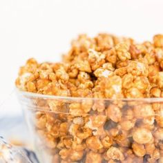 Caramel Corn Recipes, Popcorn Recipes, Candy Recipes, Snack Recipes, Cooking Recipes, Apple Sour Cream Cake, Doce Light, Homemade Chocolate Frosting, Banana Oatmeal Muffins
