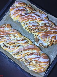 Nusszopf…Hefezopf vom Feinsten Fresh yeast pastry is a dream, because I like to chew a little more yeast, because I do not want to wait forever for my cake. I love the yeast taste in sweet yeas Easy Cake Recipes, Pumpkin Recipes, Baking Recipes, Dessert Recipes, Pastry Recipes, Meat Recipes, Yeast Biscuits, German Baking, Pampered Chef