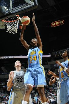 Sylvia Fowles continued her inside domination to lead the Chicago Sky past the San Antonio Silver Stars