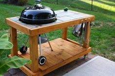 Clean and Care Garden Furniture - Custom-built Weber grill table - stained with semi-transparent Armstrong Clark stain. - Well maintained and maintained garden furniture not only looks more attractive, but also lasts much longer. Table Grill, Grill Cart, Bbq Grill, Webber Grill Table, Outdoor Projects, Wood Projects, Woodworking Projects, Outdoor Wood Table, Best Charcoal Grill