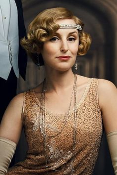 Edith Pelham the Marchioness of Hexham, is soon to be a mother for the second time, preventing her husband's touring the Southern African colonies in the new year. Downton Abbey Costumes, Downton Abbey Movie, Downton Abbey Fashion, Edith Crawley, Matthew Crawley, Cassandra Jones, Lady Sybil, Laura Carmichael, Lady Mary