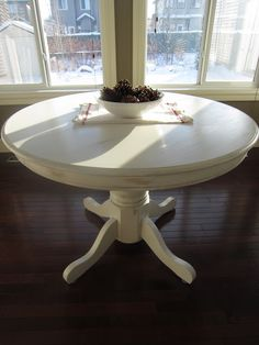 For some strange reason, I supremely want to DIY a round dinning table