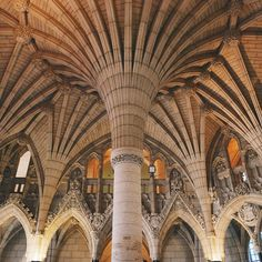 This column located at the Parliament in Ottawa allows you to discover all of Canada in one place! Ottawa Parliament, Parliament Of Canada, Ontario Travel, Toronto Travel, Oh The Places You'll Go, Places To Visit, Best Summer Holiday Destinations, Canada 150, Toronto Canada