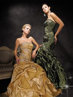 I want this gold dress...