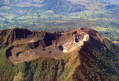 El Parque Nacional Volcán Turrialba fue creado en el año 1955 y se encuentra ubicado a 24 km al noroeste del poblado de Turrialba, provincia de Cartago. Este parque nacional cuenta con una extensión de 1.577 hectáreas y es el hogar del volcán Turrialba y también vale decir que es uno de los parques menos visitados y conocidos del país.