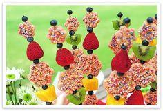 Brochetas de frutas, rico y que sano! #fruta #salud #comida #cocina #postres #fresas #kiwi #gastro #gastronomia #paratorpes