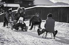 Unde-ai rămas copilărie, in care colţ de sat uitat ? City People, Romania, Places To Visit, Winter, Autumn, Traditional, Christmas, Pictures, Winter Time