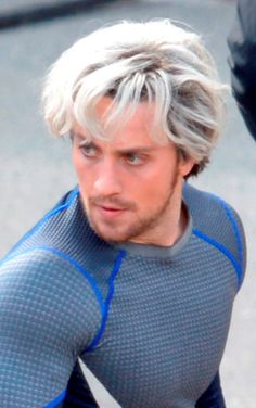 Bleach blonde Aaron Taylor-Johnson on the set of Avengers: Age Of Ultron Aaron Taylor Johnson Quicksilver, Aaron Johnson, Quicksilver Avengers, Avengers Age, Wanda Marvel, Marvel Vs, Marvel Photo, Avengers Characters, Man Thing Marvel