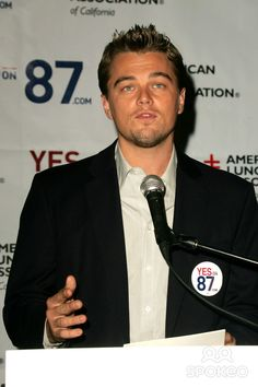 Leonardo Dicaprio at a press conference to support Proposition 87, Westside Democratic Office, Los Angeles, CA 11-05-06