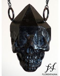 Emergent skull crystal pendant - black