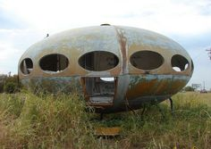 Futuro House- Royse City, Texas.   Retro-futuristic architectural design by Matti Suuronen dating to the late 1960s. Only around 100 were manufactured, with about 50 believed to remain in existence across the globe.