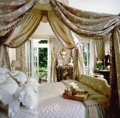 A guest bedroom in the country, by Howard Slatkin