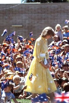 21 March 1983: Charles & Diana attended an open air buffet luncheon, Telegraph Station, Australia. Bright yellow crepe de chine frock by Jan Vanvelden w/ white abstract motifs, high necked w/ wing collar and pin-tucked front & white waistand. (Also wore w/ white wide-brimmed hatat Buderim & Alexandra Headland 4/12/83). Always loved this photo where she looks like a brave daffodil in a field.
