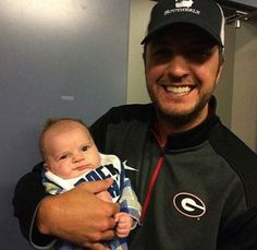 If this isn't cute.. I don't know what is.  #lukebryan #teamluke