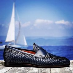 The classic, contrasting smooth front adds an exquisite touch to the braided leather loafers in the refined hue of midnight blue. They are impeccable and perfect for informal occasions Mocassins Luxe, Leather Loafers, Loafers Men, Gents Shoes, Gentleman Shoes, Exclusive Shoes, Monk Strap Shoes, Mens Fashion Shoes, Style Fashion