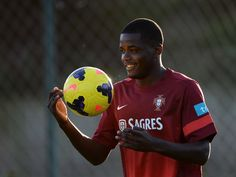 Sporting Lisbon 'reject West Bromwich Albion bid for William Carvalho'