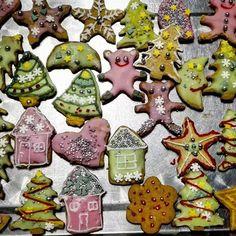 Pierwsze  pierniki już  za nami 😁 Najładniejsze  są Melki 💜 #christmas #christmastree #star #heart #santaclaus #mikołajki🎅#decoration #christmascookies #gingerbreads #pierniki #corazbliżejświęta #christmasiscomming