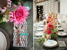 ► Arreglos de mesa con toques de colores brillantes. #arreglosdemesaparaboda #bodas