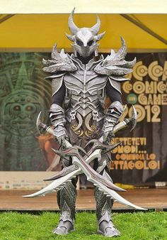Oh. My. Gaaaawwd. I would KILL for this daedric armor.