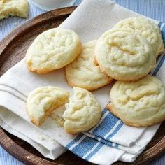 """Amish Sugar Cookies Recipe- Recipes These easy-to-make cookies simply melt in your mouth! I've passed the recipe around to many friends. After I gave the recipe to my sister, she entered the cookies in a local fair and won the """"best of show"""" prize! Amish Sugar Cookies, Best Sugar Cookies, Sugar Cookies Recipe, Yummy Cookies, Cookies Et Biscuits, Bar Cookies, Drop Cookies, Top Rated Sugar Cookie Recipe, Drop Cookie Recipes"""