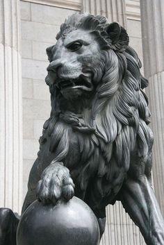 Lion statue outside congress Madrid. Art Sculpture, Animal Sculptures, Bronze Sculpture, Roman Sculpture, Garden Sculpture, Statue Tattoo, Michelangelo, Greek Statues, Buddha Statues