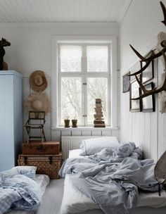 Setting up small bedroom blue nuances interiors