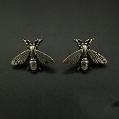 Mdiger Men's Casual Accessories Novelty Bee Brooch for Wedding Retro Bees Metal Alloy Pin Buckle Brooch for Suits in 2 Colors