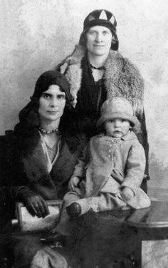 Sean Connery con dos años junto a su madre.