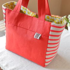 Bag of the cheerful color!  寒〜いけれど、このバッグ見て元気出す!