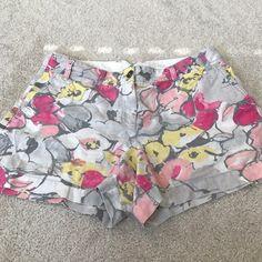 "Ann Taylor Pants - Flower print ATL 3"" seam shorts, size 10"