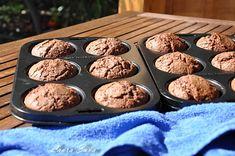 Briose cu ciocolata | Retete culinare cu Laura Sava - Cele mai bune retete pentru intreaga familie Mai, Cupcake, Food Porn, Muffin, Cookies, Breakfast, Desserts, Biscuits, Morning Coffee