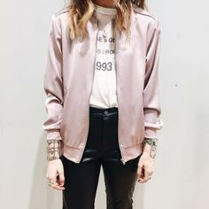Tap into a softer utilitarian look with this bomber jacket. Finished with a shiny look and all-over sateen, it's complete with authentic details, ribbed trims, metal hardware and practical side pockets. #Topshop