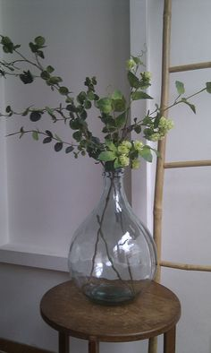 Vase and stems Vase Centerpieces, Vases Decor, Table Decorations, Branch Decor, Country Interior, Deco Floral, Front Rooms, Home Office Decor, Flower Vases