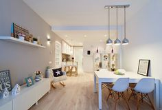 Gracias a Boho Deco Chic visitamos un apartamento en Barcelona con tonos blancos y una decoración low cost que nos encanta.