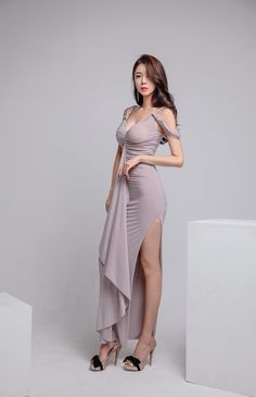 Beautiful Asian Women, Beautiful Legs, Tight Dresses, Sexy Dresses, Lace Homecoming Dresses, Basic Outfits, Sexy Asian Girls, Asian Style, Asian Fashion