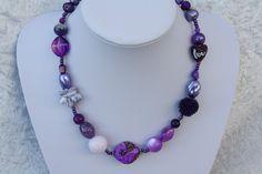 #Schmuck #Halsschmuck #Kette #lila #violett Nun mal ein Exemplar aus meiner Ketten-Kollektion. Dieses Mal ein wunderschönes Stück in lila und violett mit Perlen in besonderen Formen,...