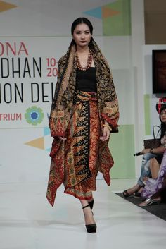 Ghea at Pesona Ramadhan 2014 Anti Fashion, Ethnic Fashion, Korean Fashion, Bohemian Fashion, African Fashion, Women's Fashion, Batik Kebaya, Batik Dress, Ethnic Looks