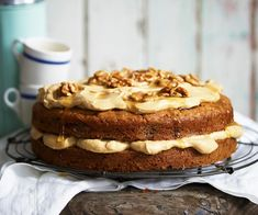 The true star of this delicious walnut cake recipe is the silky espresso mascarpone cream that is slathered between and on top of each layer. Molten Chocolate, Chocolate Recipes, Cheese And Chive Scones, Moist White Cake, White Cakes, Espresso And Cream, Cherry Tomato Sauce, New Oven, Cake Mixture