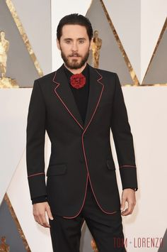 Jared Leto in Gucci, Oscars 2016. The tie/bowtie alternative is fun and surprising.