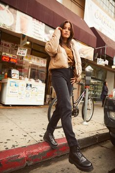 Warm, earth-toned neutrals + dark jeans + chunky boots = the perfect autumn outfit.