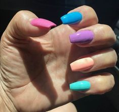 40 Easy Nail Art Designs for Beginners - Simple Nail Art Design Dot Nail Designs, Simple Nail Art Designs, Easy Nail Art, Long Oval Nails, Sun Nails, Popular Nail Art, Nail Art For Beginners, Geometric Nail Art, Polka Dot Nails