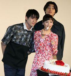 映画.com @eigacom  3月14日 [映画ニュース] 野村周平と真剣佑のホワイトデーケーキ対決、広瀬すずの心を射止めたのは? http://eiga.com/l/q65iA  #映画 #eiga