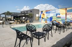 Roof bar and pool