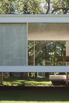 The Edith Farnsworth House, Plano, Illinois, 1951 Study Architecture, Architecture Images, Casa Farnsworth, Modern Glass House, Ludwig Mies Van Der Rohe, Steel Structure, House Made, Mid Century House, House Design