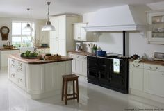 Academy Midsomer Traditional Kitchen Design in Off White