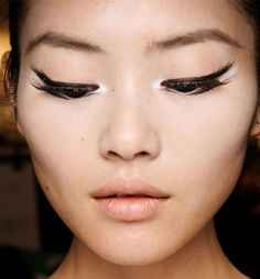 Bright Eyes: White Eyeliner