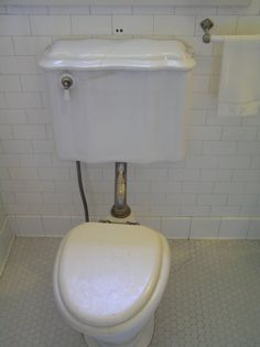 Pittock Mansion: Toilet. 1914.