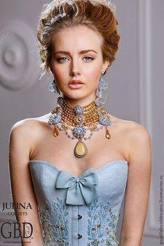 Купить Versailles колье - голубой, золотой, барокко, Антуанетта, версаль, персиковый, кристаллы сваровски (swarovski)