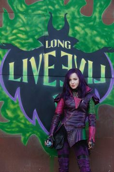 'Descendants' First Look Pics Revealed of Dove Cameron, Sofia Carson & More! Disney Descendants Characters, Descendants Wicked World, Disney Channel Descendants, Disney Descendants 3, Descendants Cast, Disney Villains, Descendants Pictures, Disney Princesses, Fictional Characters