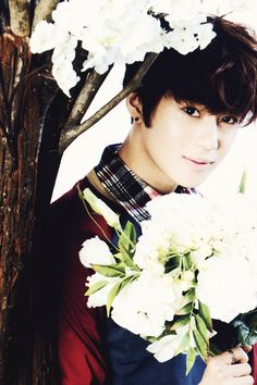 Taemin - So pretty! And no, I'm not talking about the flowers.